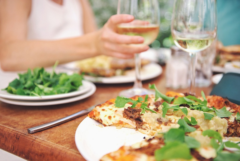 13 Tips To Stay Healthy When Eating Out!